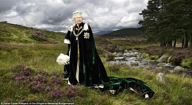 スコットランドで撮ったエリザベス女王の大変かっこいい写真。http://t.co/5QBSpZI4Jf http://t.co/7QYZXuabcq