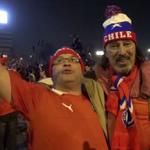 """""""@riouyoann: Le+beau moment de sport de ma vie,Santiago,avec Didier!! Fêter le sacre du Chili avec tout 1 peuple! http://t.co/oGZPYaDSNz""""\o/"""