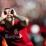 Colorados tentando encontrar o Grêmio, líder do Brasileirão na tabela http://t.co/pgcKonSuaO