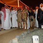 #صورة 🔴  #ولي_العهد يقف مساء أمس أمام قبر والده الأمير #نايف_بن_عبدالعزيز -رحمه الله-برفقة عدد من الأمراء.  - http://t.co/uN5wMrU6Lz
