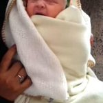 #صورة ???? إمرأة يمنية تلد طفلة بشعرٍ أبيض..والأطباء يؤكدون أن الشعر الأصلي للإنسان لونه أبيض. #اليمن - http://t.co/VnwXN9NmkU