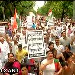 Congress protest against Delhi Govt demanding appointment of Lokayukta, in Delhi. http://t.co/A0h3DgcSI9 #BinaLokpalDelhiBehal