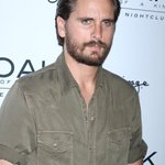 ICYMI! #ScottDisick pictured with ANOTHER brunette weeks before his split! See the pic HERE! http://t.co/1Gdf5pcxZT http://t.co/3eDtJtwAVX