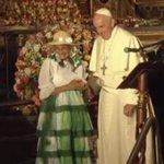 (EN VIVO) El Papa saludó a una representante de los pueblos montubios. http://t.co/AW9aUWlu7V #Ecuador http://t.co/9fdcbzb6OW