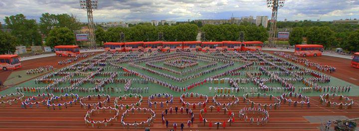 """Kad foto pasaka daudz vairāk nekā vārdi! #DzSv lielkoncerts """"Līdz varavīksnei tikt"""". http://t.co/6ZuEvmf5pd"""