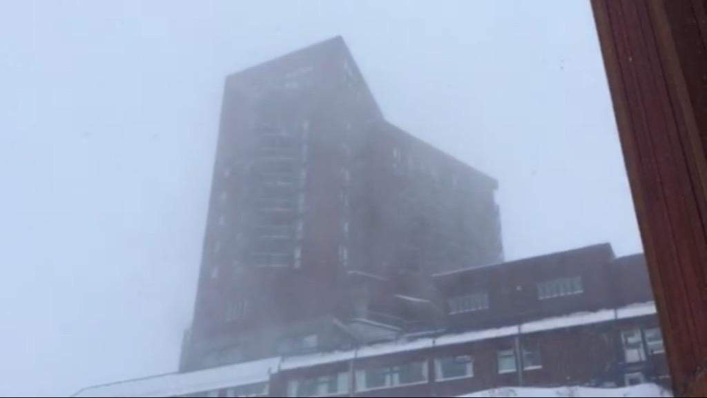 Ya van 60 cm acumulados !!! Vamos por más ! Sigue nevando !!! #ViVeValle #temporada2015 ! http://t.co/ccPwvPUqap