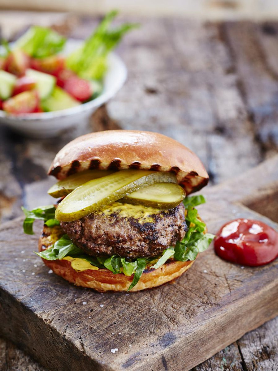 #Recipeoftheday is a BBQ classic - the Elvis burger with homemade parmesan & chilli patties http://t.co/3IRuERTQsd http://t.co/OQycrxqvnI