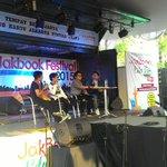 RT @CJRisCJR: Kitaaa sekarang di jakbook2015 ,Peluncuran Buku Diary CJR with comate @EnterMedia3 #CJRatJakbook http://t.co/KC5lx1TiDz