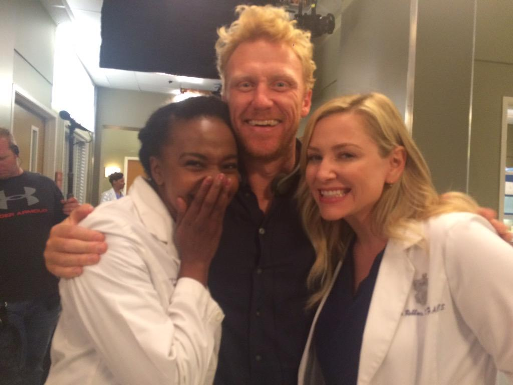 The amazing @hellojerrika the wonderful @JessicaCapshaw and my crazy director hair! @GreysABC #1201 Day1! We're back! http://t.co/R5w38r2kj1
