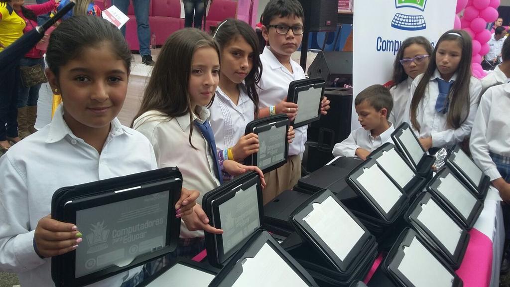 ¡Los niños de Colombia hoy prefieren la escuela con TIC! http://t.co/mK7e05BL9f http://t.co/CcB0cxaWQB