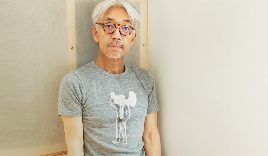 坂本龍一の復帰を祝した「おかえり教授!グッズ」発売。Tシャツ、バッグともに『きょうの猫村さん』でおなじみ、漫画家・ほしよりこが書きおろした「猫耳教授」がプリントされています。 http://t.co/oD6HdvAwI3 http://t.co/DcBfqc30kb