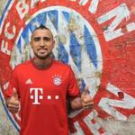 La imagen de la jornada...Arturo Vidal ya es jugador del Bayern y se pone sus primeras metas » http://t.co/MFtoBYdHYz http://t.co/P7b5kfDKL8