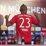 Así reaccionaron los hinchas del @FCBayern en redes sociales durante presentación de Vidal » http://t.co/jXF3VlWNc2 http://t.co/NtPv3g20dm