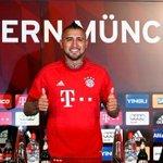 """Bayern Munich pone a la venta camiseta de Vidal con """"promoción"""" → http://t.co/bOKT25JmRB http://t.co/r01ioUKSl1"""