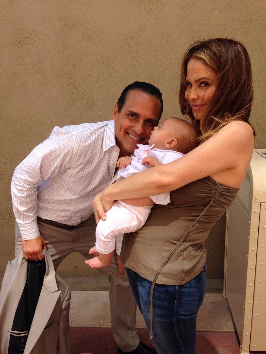 NO Verity! NOOO!!! Do not look directly into @MauriceBenard s dimples!!!! #GH http://t.co/eS3oN6xcWm