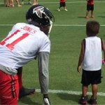 Julio taking a moment with a young fan after practice #RiseUp http://t.co/KApPoeZ9R4