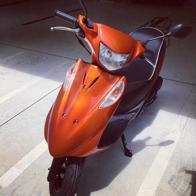 盗まれたバイク、オレンジのアドレスです。沖縄だったら目立ちそうだよね。どこかで見かけたら教えてください。 http://t.co/259bMekVJK