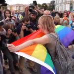 ВИДЕО. В Петербурге в день ВДВ задержаны активисты ЛГБТ-движения http://t.co/abaKa3guxn http://t.co/vo2XU71q8K