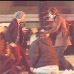 Vi ricordate quando Louis ballò la scena finale di Grease con la sua fidanzata? #OhWaitItWasHarry http://t.co/Ac6mtH0IsH