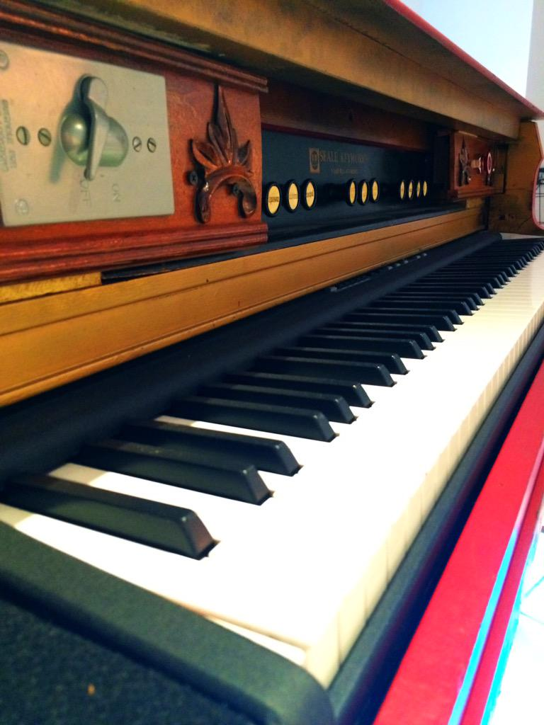 #TBT The keys of the red baby grand piano customized for @taylorswift13's #RedTour #taylorswiftexp http://t.co/qiStklVRNW