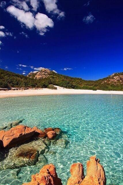 Costa Smeralda, Italia. http://t.co/UOIkCMANRv