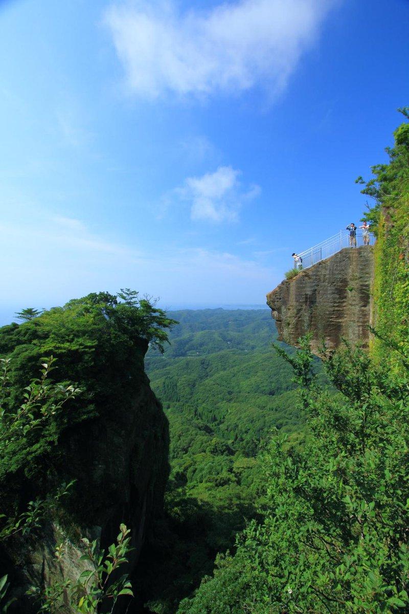 千葉県鋸山の地獄のぞき。高いところは苦手です。 #鋸山 http://t.co/VtEhAfbWEv