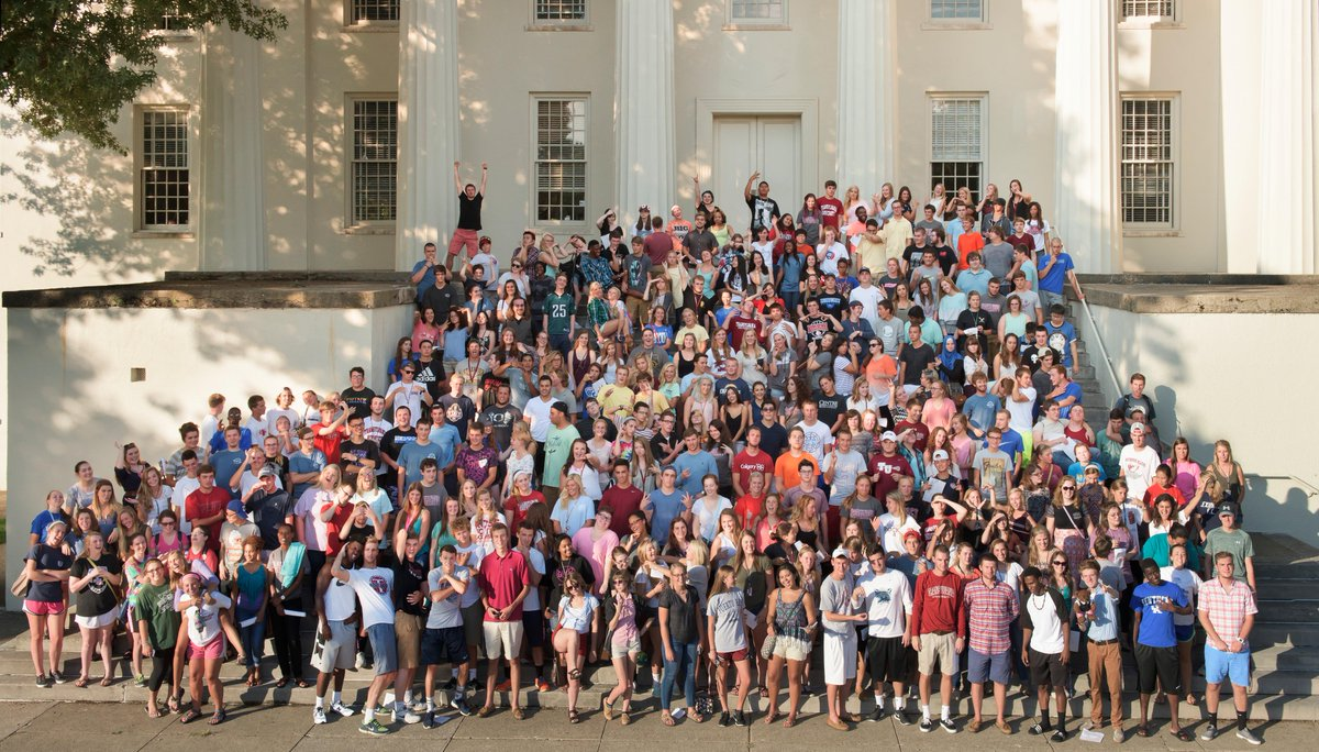 Meet our class of 2019! Welcome to #Transy! #AugustTerm #ClassPhoto #HistoricOldMorrison http://t.co/sTMKEQRE2W