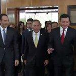 En este momento el Srio. @OsorioChong entrega el #TercerInforme de Gobierno del Pdte. @EPN https://t.co/PHe8Lm0WDy http://t.co/K96DdqNoHB