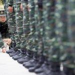 오늘 열리는 승전 70주년 기념 중국의 9·3 열병식...병사들은 3시간 부동자세에 40초 동안 눈 깜빡이지 못하고, 공중에선 헬기 20대가 70자를 그리며 비행http://t.co/NkZtzmtIOj http://t.co/pQrGLj8LdE