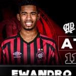 Ewandro será titular pelo Atlético-PR no jogo de hoje, às 21h, contra o Atlético-MG. http://t.co/Ku1ij9oSLf