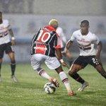 Joinville e São Paulo perdem chances incríveis e ficam no 0 a 0 http://t.co/0JgsV2IqTS http://t.co/VVu7J0idsB