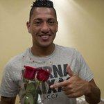 Após fim do primeiro tempo, Ralf tira foto com torcedores do Fluminense. http://t.co/egsqEleE57