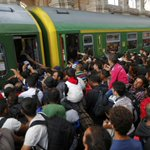 Vluchtelingen bestormen treinen in station Boedapest http://t.co/T7xSTVN6pE #destandaard http://t.co/hmv72UgHJL