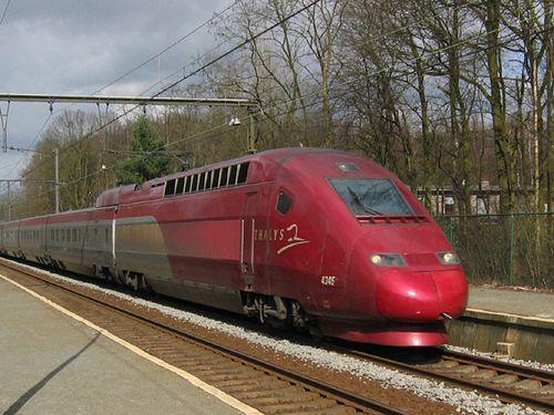 「トイレから銃を装填する音が聞こえたので」フランス特急列車で旅行中のアメリカ兵らが無差別テロを防ぐ…海外の反応 : らばQ http://t.co/uSPIc0pP7t http://t.co/aieZ6gHZXY