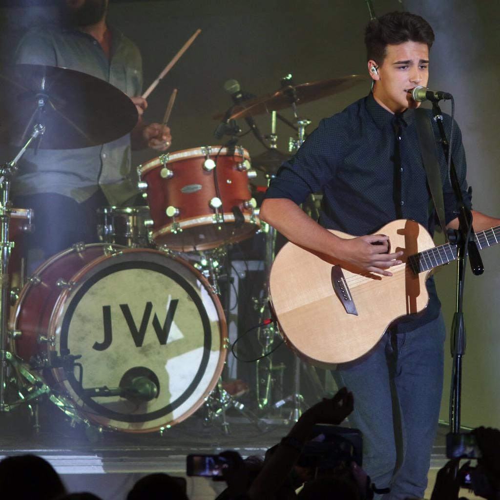 Give it up for @JacobWhitesides making his Greek debut! http://t.co/WSj0F2DIL5