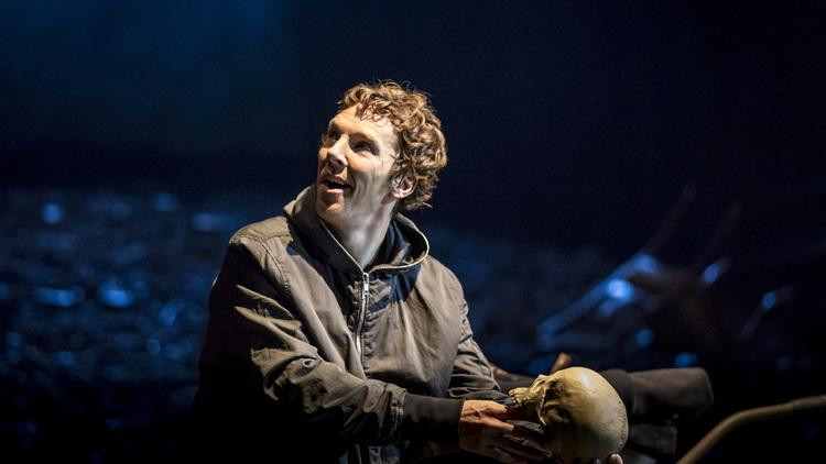 Review: three stars (sorry!) for Hamlet at the @BarbicanCentre starring Benedict Cumberbatch http://t.co/FYSbpra7Q4 http://t.co/rR0gttdiRG