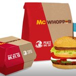 """Burger King to McDonald's: Let's make a """"McWhopper"""" http://t.co/JJxfCvK9FA http://t.co/zzrGe3xwCU"""