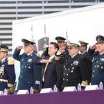Agradezco la visita del Secretario de la Defensa Nacional, General Salvador Cienfuegos Zepeda. @S_Cienfuegos_Z http://t.co/XXDXeHx2Ev