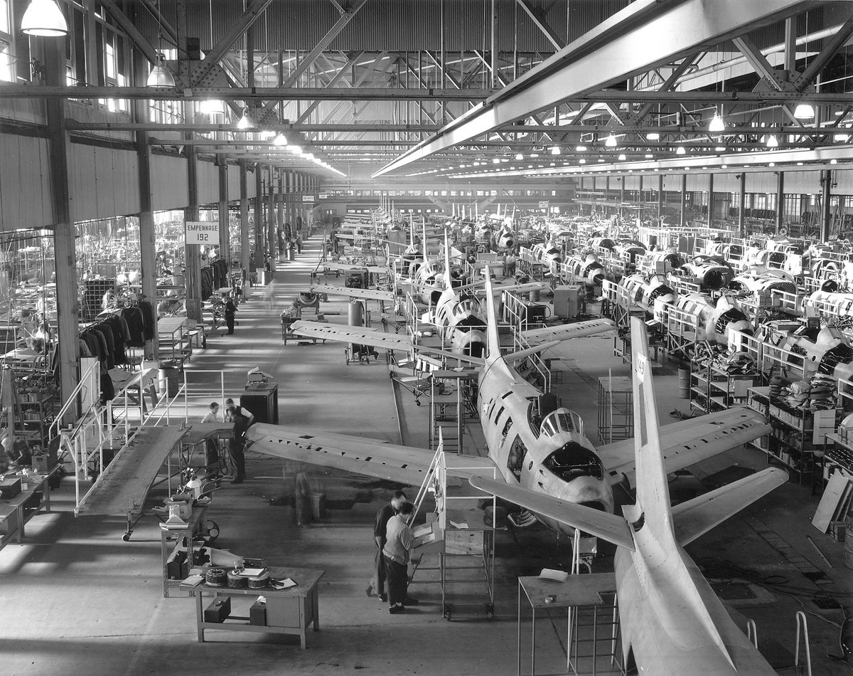 #TBT: 1949 – Canadair (now Bombardier) starts the production of the North American Sabre: a jet fighter aircraft. http://t.co/dGOaWT5Cp0