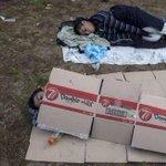 لاتحتاج الصورة إلى كثير كلام وتعليق ولكن أقول حسبي الله ونعم الوكيل #استضافة_لاجئي_سوريا_واجب_خليجي http://t.co/0gZau5m1Ek