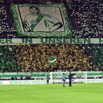 """""""Pour toujours dans nos coeurs""""  Lhommage rendu hier par les fans de Wolfsburg à Malanda qui aurait fêté ses 21 ans. http://t.co/tmIKb4dtBz"""
