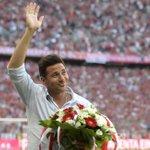 Claudio Pizarro recibió un emotivo homenaje por el #BayernMúnich http://t.co/GOavLoMG3D http://t.co/DODo9QDzDj