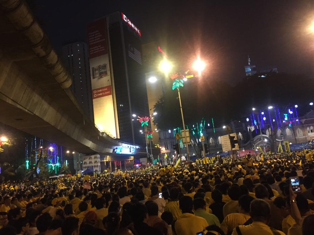 Came back to see this amazing sight. This is madness. Malaysia is surely not the same. #changeishere #Bersih4 http://t.co/zxOBPRfUyk