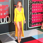 You are GLOWING, @GiGiHadid: http://t.co/fN6kxF2UPD ???? #VMAs http://t.co/Ujapnq57KP