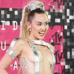 Ive already seen @MileyCyrus butt and the #VMAs havent even started. Incredible: http://t.co/FLMcjQlsvv http://t.co/j2tE946siz