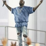 The only person that could really talk about Kanye West and his brilliance is...Kanye West. #VMAs http://t.co/MngY8ZHlI8