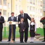 Лукашенко: Не должен ученик после 6-7 часов в школе еще 5-6 часов делать домашнее задание. http://t.co/M21ThzE9gU http://t.co/hQsERSvDe9