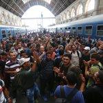 Власти Венгрии закрыли вокзал в Будапеште из-за наплыва беженцев. http://t.co/GaNSJR5FlX http://t.co/vLTIMw82qg