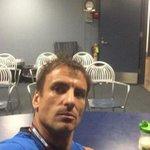 La selfie de Robredo, que suspendió la conferencia por falta... de periodistas http://t.co/p1aLQQrEPj http://t.co/9OPjEuos49