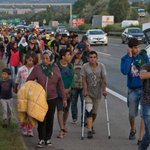 Hundreds of refugees are walking from Hungary to Austria http://t.co/2cg4iOwb6s http://t.co/ZrsJ1GGADl